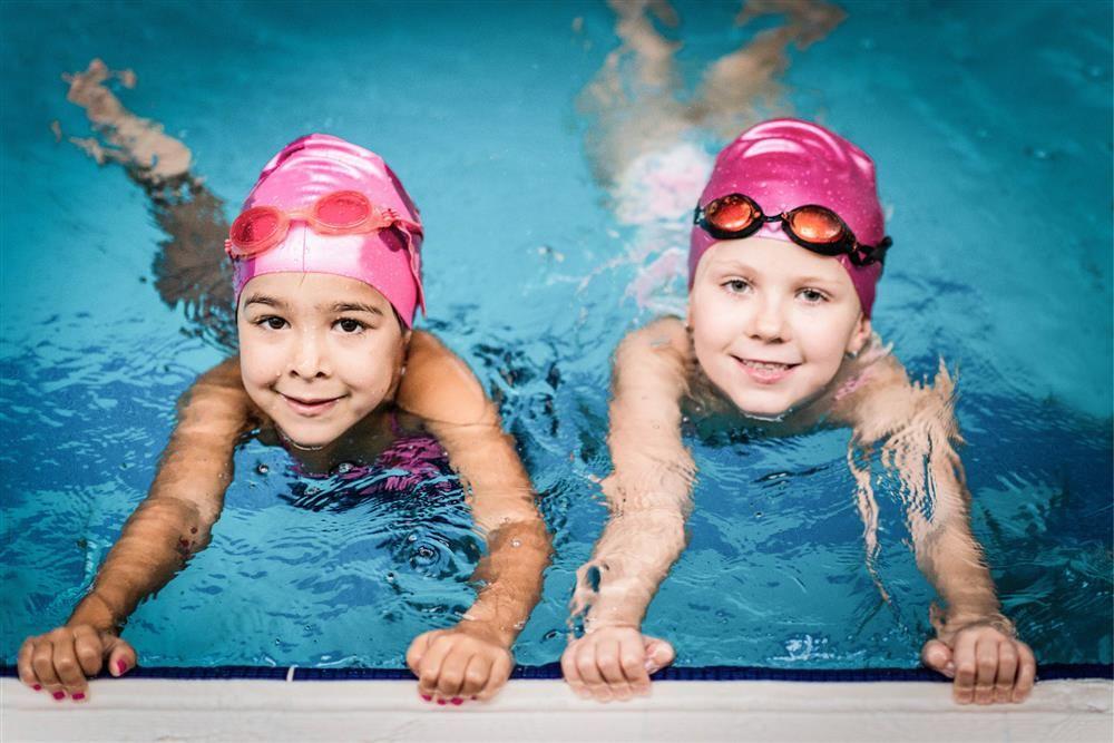 Intensiv Kinderschwimmkurs die Maedchen